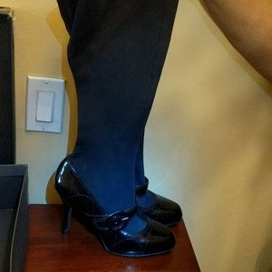 Black pumps with strap buckle on sides